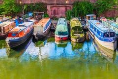 Reihen von Hausbooten Stockfoto