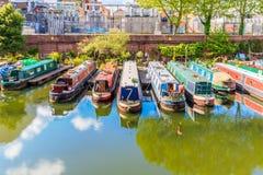 Reihen von Hausbooten Lizenzfreie Stockfotos