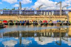 Reihen von Hausbooten Stockbilder