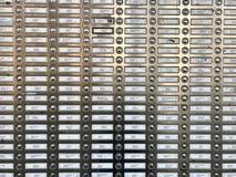 Reihen von mehrfachen Glocken und von Nummernschildern in den Ebenen Stockfoto