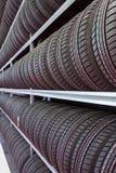 Reihen von Reifen Stockbilder