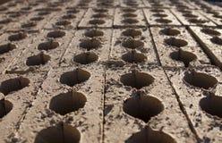 Reihen von vertikalen Ziegelsteinen Stockfotos