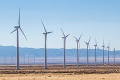 Reihen von Windmühlen im Windpark Lizenzfreie Stockfotos