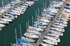Reihen von Yachten Lizenzfreie Stockbilder