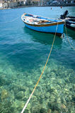 Reihenboot auf dem Meer stockfotos