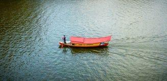 Reihenreihenreihe Ihr Boot stockbilder