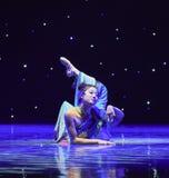 Reiki蛇中国古典舞蹈迷人的这诞生  免版税图库摄影