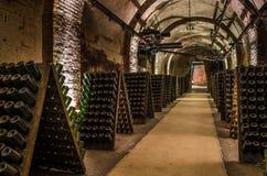 REIMS FRANKREICH AUG 2018: Champagner, der in den Flaschen in den Kellern des Pommery-chanpagne Hauses von Reims reift Es wurde a lizenzfreie stockfotografie