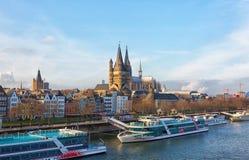 Rein River Embankment köln lizenzfreie stockbilder