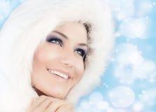 Reina de la nieve, mujer hermosa en estilo de la Navidad Foto de archivo libre de regalías