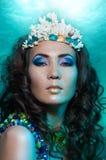 Reina de la sirena en la corona coralina Fotografía de archivo