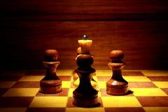 Reina del ajedrez y cuatro empeños Imágenes de archivo libres de regalías