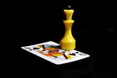 Reina del ajedrez y tarjeta que juega Foto de archivo