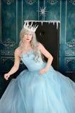 Reina del hielo que se inclina en el trono Fotografía de archivo libre de regalías