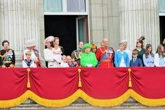 Reina Elizabeth y familia real, Buckingham Palace, Londres junio de 2016 - marchando el príncipe George William del color, harry  imágenes de archivo libres de regalías