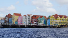 Reina Emma Pontoon Bridge en Willemstad, Curaçao fotos de archivo libres de regalías