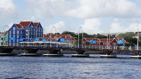 Reina Emma Pontoon Bridge en Willemstad, Curaçao imagenes de archivo