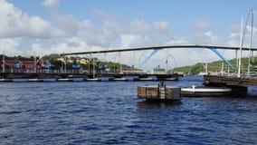 Reina Emma Pontoon Bridge en Willemstad, Curaçao imagen de archivo