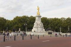 Reina Victoria Memorial en el palacio de Buckhingham Foto de archivo