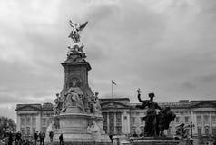 Reina Victoria Monument fuera del Buckingham Palace en Londres, 2018 Foto de archivo