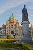 Reina Victoria y casa Canadá del parlamento Imagen de archivo libre de regalías