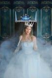 Reina y trono de la nieve con niebla Foto de archivo libre de regalías