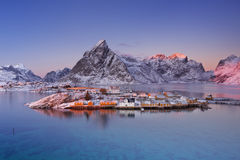 Reine на островах Lofoten в северной Норвегии в зиме Стоковая Фотография