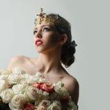 Reine avec le bouquet rose Photo stock