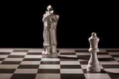 Reine blanche classique et la même pièce d'échecs sous forme de medi Images libres de droits
