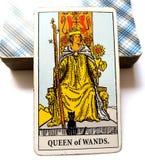 Reine de carte de tarot de baguettes magiques images libres de droits