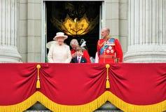 Reine Elizabeth et assemblement royal de balcon de prince philip de la couleur 2015 Image libre de droits