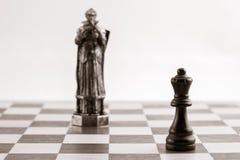 Reine noire classique et le même morceau sous forme de f médiéval Images libres de droits