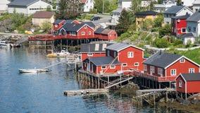 Reine, Norvegia - 2 giugno 2016: Paesaggio da Reine, un paesino di pescatori famoso in Norvegia Fotografia Stock Libera da Diritti