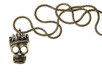 Reine ou crâne de roi avec la couronne d'isolement sur le blanc Image libre de droits