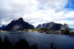 Reine, wioska na Fjord na Lofoten wyspach, Norwegia Fotografia Stock