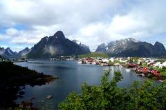 Reine, wioska na Fjord na Lofoten wyspach, Norwegia Zdjęcie Stock