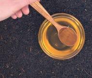 Reiner Honig und Assam-Tee Stockfotos