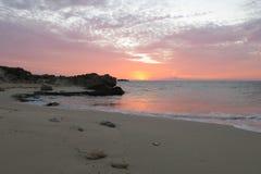 Reiner Strand bei Sonnenuntergang Stockbild