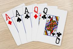 Reines d'as de pleine maison - casino jouant aux cartes de tisonnier photo libre de droits