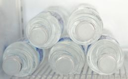 Reines Trinkwasser, Kälte trinkt heißes löschen Durst lizenzfreie stockbilder