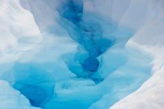 Reines Wasser im Kamm des Gletschers in Chile lizenzfreie stockbilder