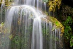 Reines Wasser von der Quelle lizenzfreie stockbilder