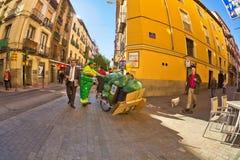 Reiniger bei der Arbeit in der Mitte von Madrid Stockfoto