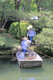Reiniger in Kenrokuen-Garten Kanazawa Japan lizenzfreie stockbilder