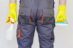 Reiniger mit Reinigungsanlage lizenzfreies stockfoto