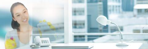 Reinigingsmachine met heldere achtergrond stock foto's