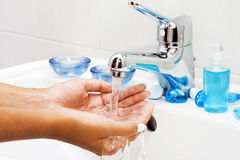 Reinigung der Hände. Stockfotografie