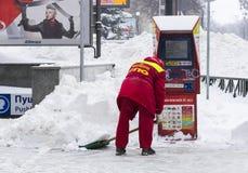 Reinigung der Straßen der Stadt durch Bewohner und der öffentlichen Einrichtungen im Zeitraum des klimatischen Unglücks der große Stockfotografie