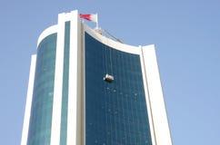 Reinigung und Pflege des Wolkenkratzers Lizenzfreies Stockfoto
