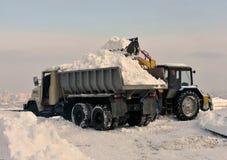 Reinigung und Schneeladen stockbild
